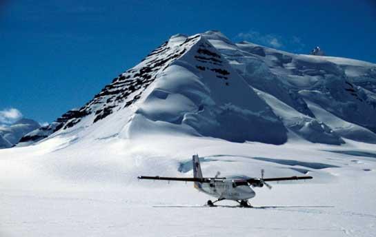 Taxiing-on-the-Ice-Runway